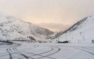 Astún y Candanchú reciben las primeras nevadas de la temporada de esquí